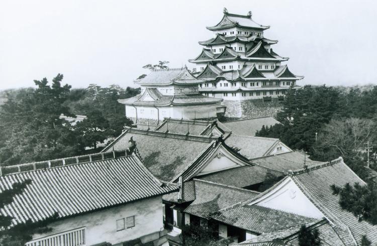 画像引用:焼失前の名古屋城